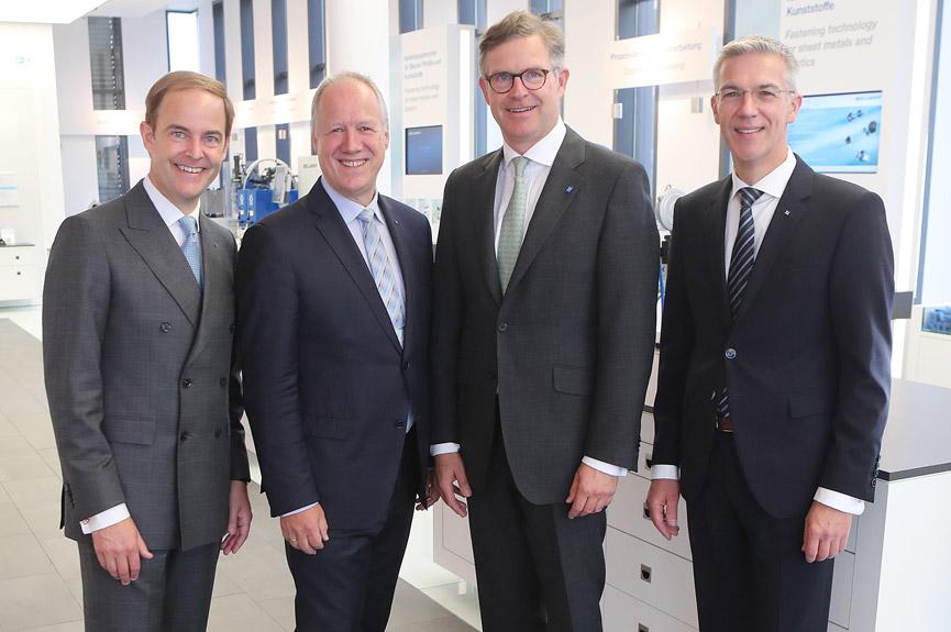 Die Unternehmensleitung der Böllhoff Gruppe (v.l.)  Michael W. Böllhoff, Dr. Carsten Löffler, Wilhelm A. Böllhoff und Dr. Jens Bunte